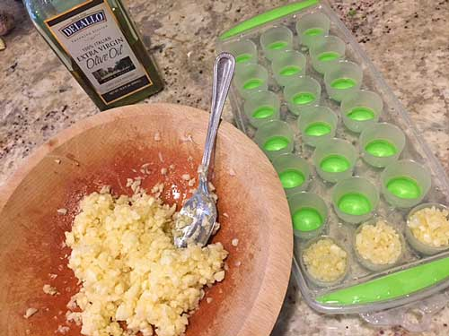Preserving chopped garlic